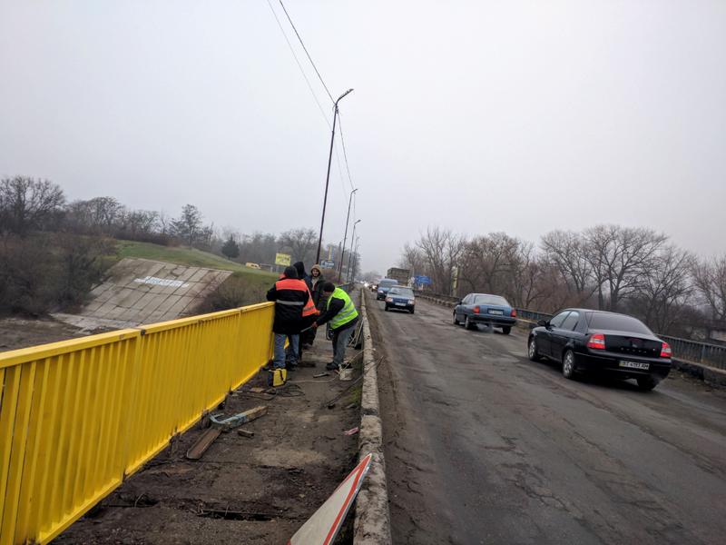 На мосту через Северо-Крымский канал до конца года установят перила